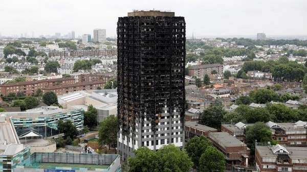 Londres : cinq hommes arrêtés pour avoir moqué en vidéo les victimes de l'incendie de la tour Grenfell