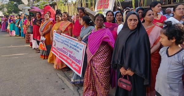 Inde : de violents affrontements au Karala après l'entrée de femmes au temple de Sabarimala