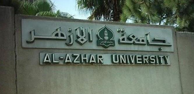 Égypte : une étudiante virée de l'université Al-Azhar après avoir enlacé un garçon (vidéo)