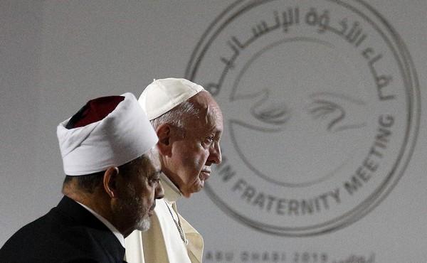 Au cours de son voyage aux Emirats arabes unis, le pape François a signé, avec le grand imam d'Al-Azhar Ahmed Al-Tayyeb, une déclaration sur la fraternité humaine lundi 4 février. © CNS