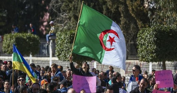 Algérie : la pression populaire contre un cinquième mandat de Bouteflika maintenue