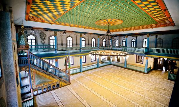 Bosnie : la réouverture de la mosquée historique de Travnik célébrée