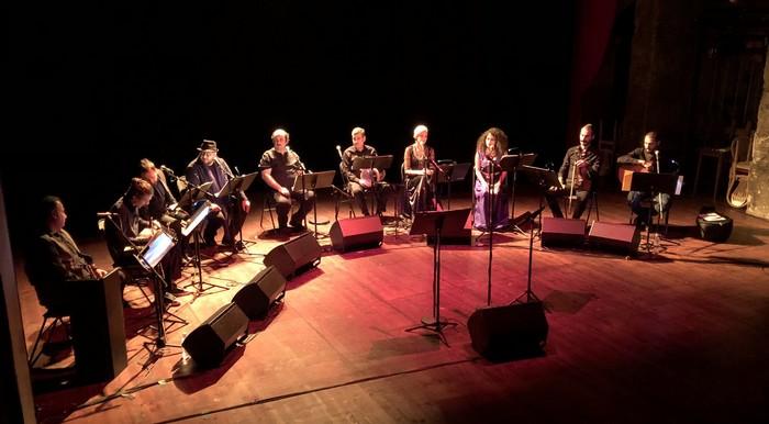 Le 9 novembre 2019, concert d'Orpheus XXI, un ensemble de musiciens réfugiés et immigrés qui a vocation à sauvegarder les répertoires musicaux menacés par la guerre et l'intolérance ethnique ou religieuse. Ce concert a été organisé au théâtre de l'Atelier (Paris 18e), à l'initiative de l'Institut des cultures d'islam, à l'occasion du Mawlid. © SMF