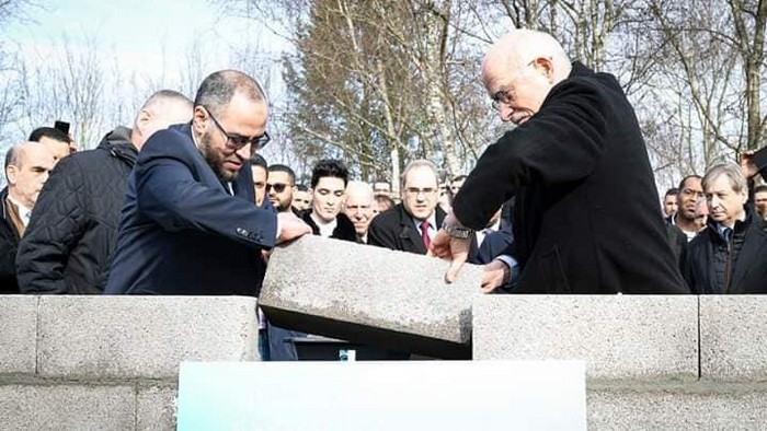 La première pierre de la Grande Mosquée de Metz a été posée, samedi 15 février, en grande pompe en présence des responsables de l'UACM, porteuse du projet, ici représentée par son président Mohamed-Hicham Joudat, et des élus locaux, Dominique Gros au premier chef (à droite). © UACM - Grande Mosquée de Metz