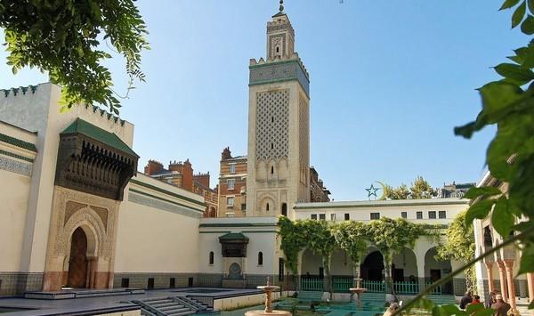 Des toilettes rituelles aux morts du coronavirus suspendues par la Grande Mosquée de Paris