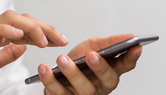 Confinement : l'attestation de sortie numérique désormais disponible sur smartphone