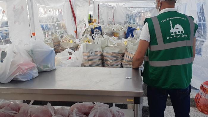Depuis le 6 avril, en pleine période de confinement, une banque alimentaire a été mise en place par la mosquée de Lunel afin de venir en aide aux personnes dans le besoin, sans distinction de foi. © UML