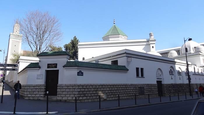 Vers une reprise des cultes sans l'Aïd al-Fitr ? La Mosquée de Paris s'insurge du changement de calendrier