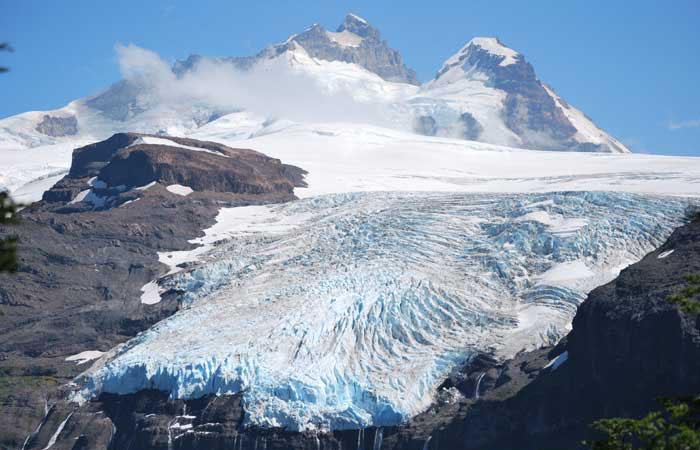 Le glacier Castaño Overo, un glacier de petite taille situé dans le Parc national Nahuel Huapi, sur la partie argentine du volcan inactif Tronador. 2011. © Pierre Pitte