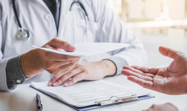 Pénaliser les médecins délivrant des certificats de virginité... pour lutter contre le « séparatisme » ?