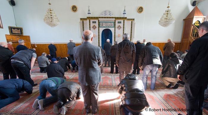 Face à Macron, le CFCM acte la création d'un Conseil national des imams, ce qu'on sait de cette structure