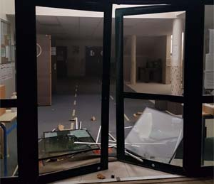 La mosquée de Brétigny-sur-Orge victime d'une attaque à la voiture-bélier, le maire en soutien