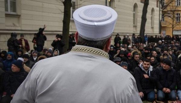 Belgique : le gouvernement veut expulser un imam accusé d'homophobie vers la Turquie