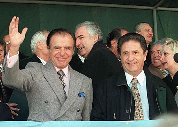 L'ancien président argentin Carlos Menem (à gauche) a été enterré dans le cimetière musulman de Buenos Aires. © Présidence Argentine /  Víctor Bugge / CC BY-SA 2.0
