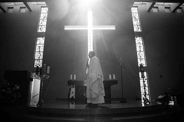 Abus sexuels dans l'Eglise catholique : au moins 10 000 victimes en 70 ans en France