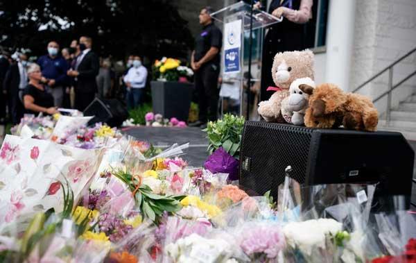 Des milliers de personnes se sont réunies devant la mosquée de London, dans l'Ontorio, afin de rendre hommage à la famille Afzaal, fauchée par une attaque islamophobe. © Justin Trudeau/ Twitter