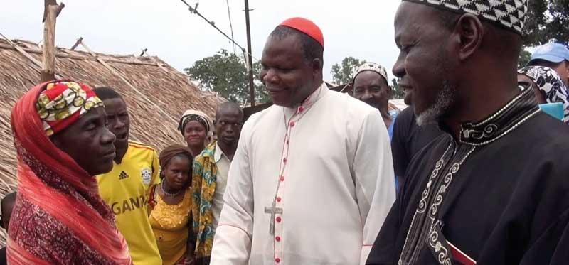 La belle amitié entre l'imam Oumar Kobine Layama (à droite) et le cardinal Dieudonné Nzapalainga, au nom de la paix en Centrafrique, est retracé dans le documentaire « Sìrìrì ». © Sìrìrì / Outside The Box