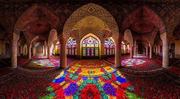 La mosquée Nasir Al-Mulk, aussi surnommée La mosquée rose, à Shiraz, en Iran. © CC BY-SA 4.0/Morez882