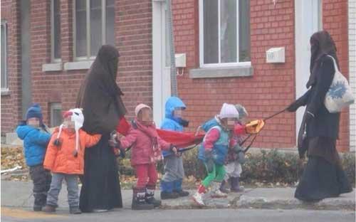 Québec : le niqab à la garderie suscite la polémique
