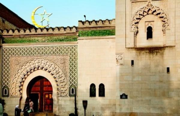 Le conflit se durcit à la Grande Mosquée de Paris avec des femmes