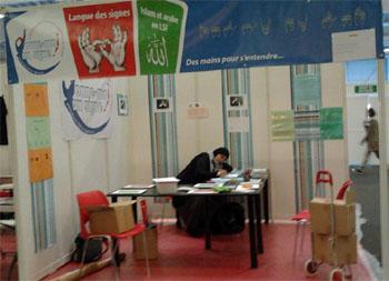 Stand de Donne moi un signe à la Rencontre Annuelle des Musulmans de France (RAMF) en 2012.