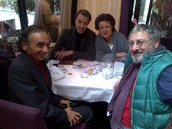 Karim Achoui aux côtés de Christine Boutin. En face, Eric Zemmour et David Genzel, lors d'un déjeuner le 30 janvier.