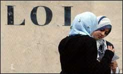 15 mars 2004 :  une loi pseudo-républicaine, anti-féministe et islamophobe