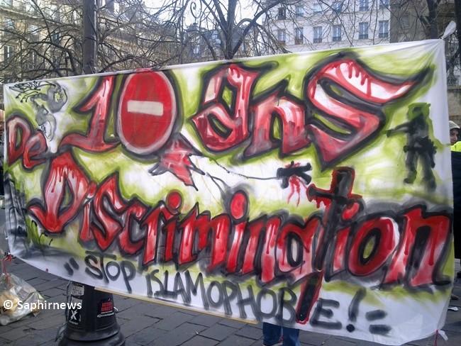 A l'occasion des 10 ans de la loi du 15 mars 2004, des manifestations ont été organisées en France pour dénoncer l'islamophobie, comme ici à Paris (Châtelet).