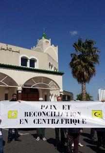 Une marche pour la paix en Centrafrique à Béziers, le 5 avril, devant la mosquée Errahma.