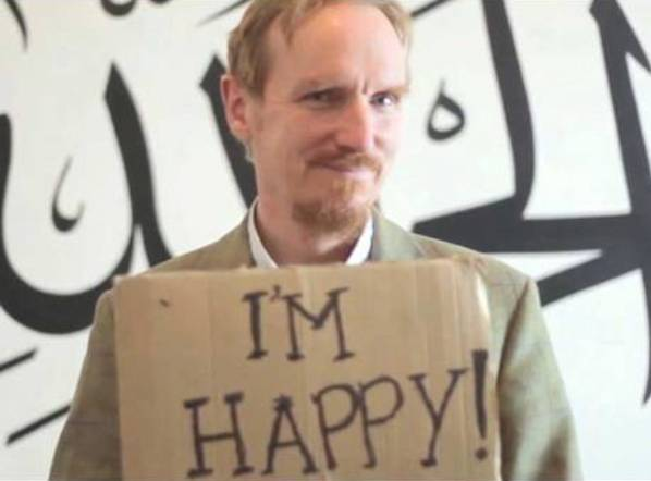 "Timothy Winter, alias Abdul-Hakim Murad, dans le clip ""Happy British Muslims"""