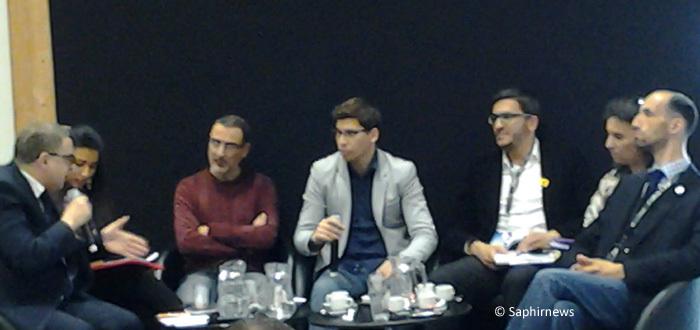 """La table ronde sur la """"Théorie du genre : quelle genre de théorie ? ». A gauche, Rachid Lamarti, Fatima Khemilat et Omero Marongiu-Perria. Au centre, l'animateur du débat. A droite, Nabil Ennasri, Farida Belghoul et Camel Bechikh."""
