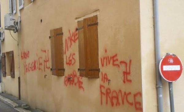 La mosquée de Pont-de-Beauvoisin (Isère) a été la cible de tags raciste dans la nuit du 1er au 2 mai.