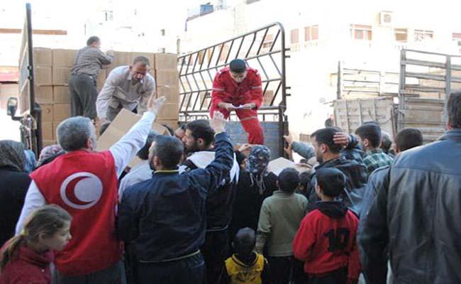Distribution de colis alimentaires par le Croissant Rouge syrien