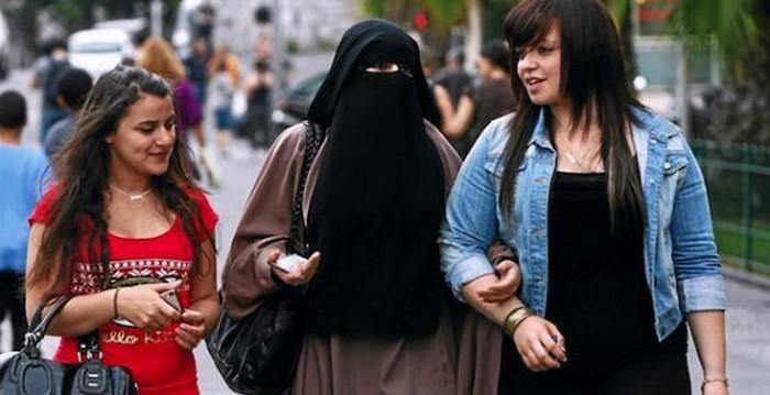 Pourquoi la CEDH valide la loi d'interdiction du niqab en France