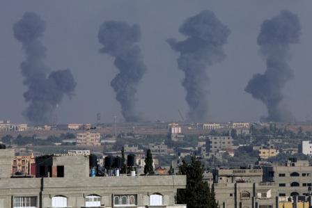 Israël bombarde Gaza, 17 morts