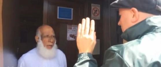 L'extrême droite britannique envahit et menace une mosquée (vidéo)
