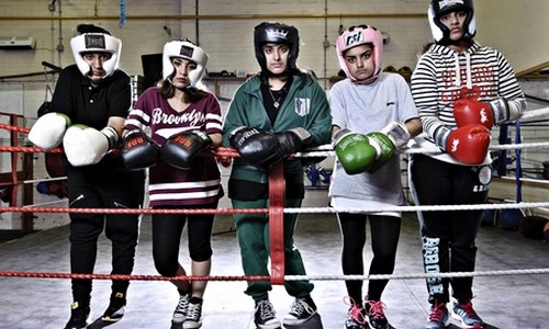 Boxeuses et musulmanes, elles exposent leur histoire sur scène