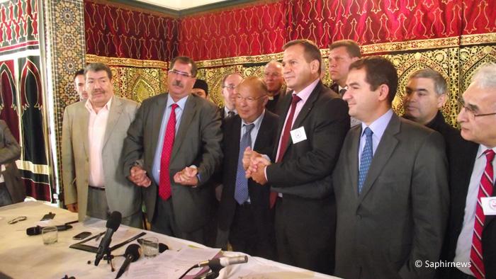 Les signataires de « L'Appel de Paris ». De g. à dr. : Abderrahmane Dahmane, président des Démocrates musulmans, Anouar Kbibech, président du Rassemblement des musulmans de France (RMF), Dalil Boubakeur, président du Conseil français du culte musulman (CFCM), Patrick Karam, président de la coordination « Chrétiens d'Orient en Danger » (CHREDO), et Ahmet Ogras, président du Comité de coordination des musulmans turcs de France (CCMTF).