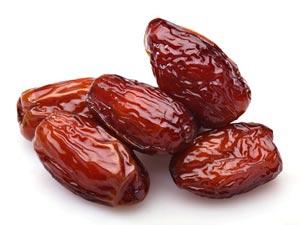 Les dattes sont riches en nutriments, vitamines, minéraux et oligo-éléments. Gardez-en toujours sur vous pour faire le plein d'énergie.