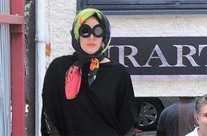 Lady Gaga voilée dans les rues d'Istanbul.