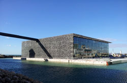 Le Musée des civilisations de l'Europe et de la Méditerranée (MUCEM).