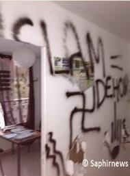 L'agence Muslim Assistance vandalisée.