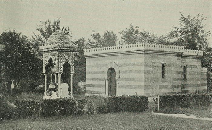 Du mausolée de la reine indienne d'Oude et de la mosquée du Père Lachaise, il n'en reste rien aujourd'hui au cimetière parisien.