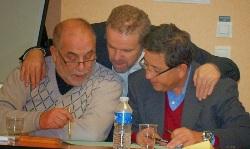 Azzedine Gaci avec Kamel Kabtane (à g.) et Khaled Bentounès (dr.).