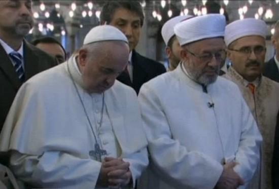 Le pape François aux côtés du grand mufti d'Istanbul.