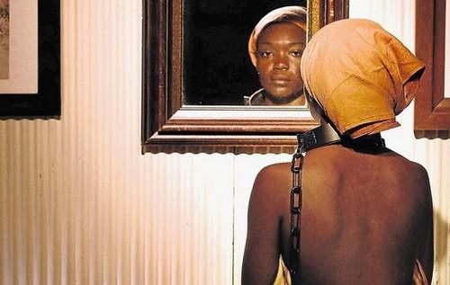 Une plainte pour exiger la fin d'Exhibit B, jugé raciste