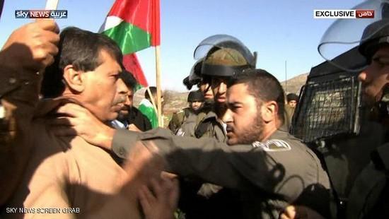 Le ministre palestinien Ziad Abou Ein est mort après avoir été violemment repoussé par des soldats israéliens lors d'une manifestation pacifique le 10 décembre près de Ramallah.