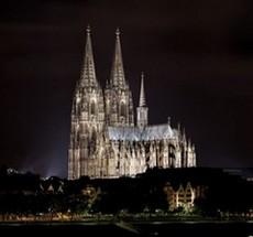 La cathédrale de Cologne plongée dans le noir contre les manifs anti-islam