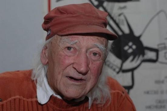 Le réalisateur anticolonialiste d'Avoir 20 ans dans les Aurès est mort