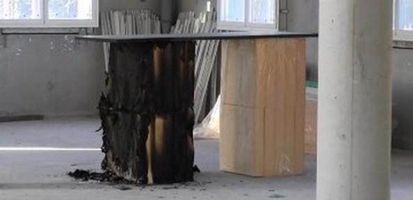 Les panneaux isolants incendiés.